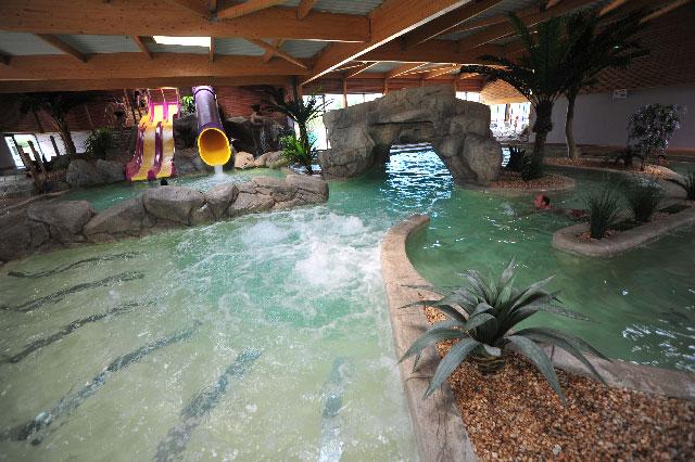 Camping avec piscine et espace aquatique le croisic 44 for Centre de vacances avec piscine couverte